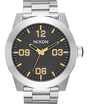 Nixon Corporal SS reloj analógico en negro y color plata
