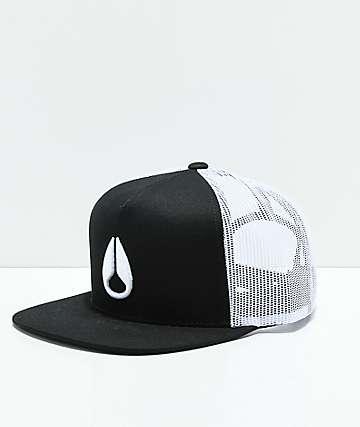 Nixon Deep Down gorra de camionero negra y blanca
