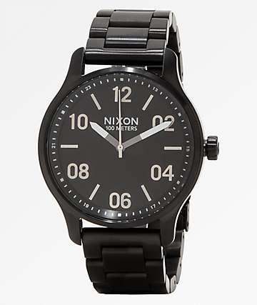 Nixon Patrol reloj analógico negro y plata