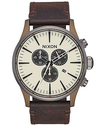 Nixon Sentry 42 Leather reloj cronógrafo en colores plomo y latón