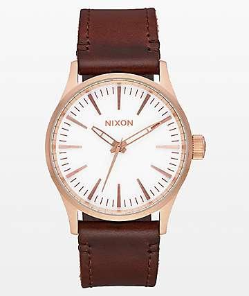 Nixon Sentry reloj analógico de cuero en oro rosa, blanco y  marrón