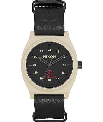 Nixon Time Teller reloj color hueso, negro & Taka