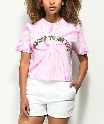 Slushcult Sucks camiseta corta con efecto tie dye de color rosa