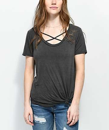 Trillium Darla Crisscross camiseta negra anudada