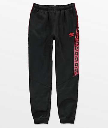 Umbro Heavyweight pantalones joggers en negro y rojo