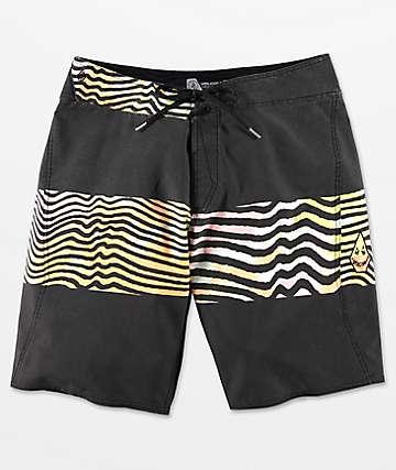 Volcom Macaw Mod shorts de baño en negro descolorado y multicolor