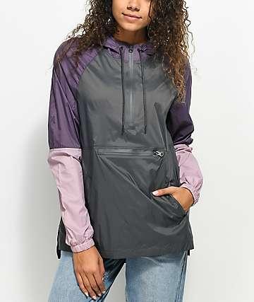 Zine Corina chaqueta anorak cortavientos en color carbón, borgoño, y malva