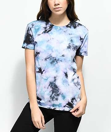 Zine Rayna camiseta tie dye azul, negra y morada