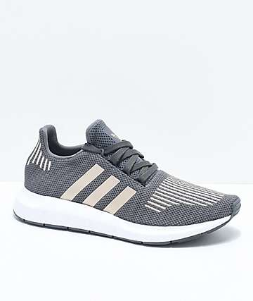 adidas Swift Run zapatos en gris, cobre, y blanco