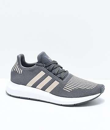 adidas Swift Run zapatos en gris, cobre, y blanco para niños