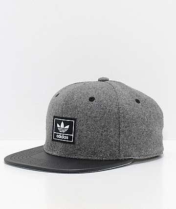 adidas Trefoil Plus gorra strapback en gris y negro