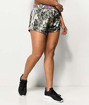 adidas x FARM shorts con estampado tropical
