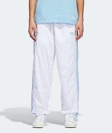 adidas x Krooked pantalones de chándal en blanco y azul claro