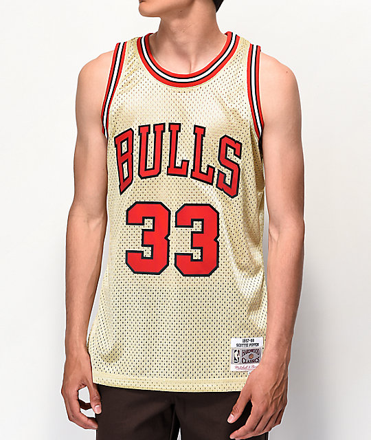 on sale 15980 56bc6 Mitchell & Ness Bulls Pippen Gold Jersey