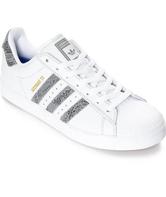 5e9abb4f0a adidas Superstar Vulc ADV zapatos en blanco y serpiente   Zumiez