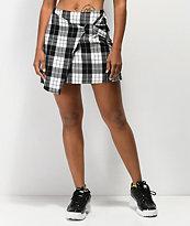 Almost Famous mini falda de tartán negro con anillo