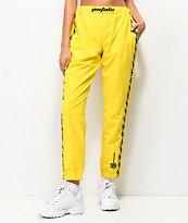 Petals & Peacocks Kindness pantalones amarillos y negros