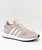 adidas Swift Run zapatos en marrón, blanco y multicolor